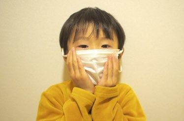 マスクをした子供の写真