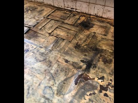 キッチンのリフォーム施工過程の写真2