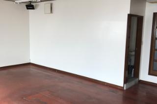 洋室とトイレのリフォーム施工前の写真