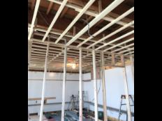 洋室とトイレのリフォーム施工過程の写真3