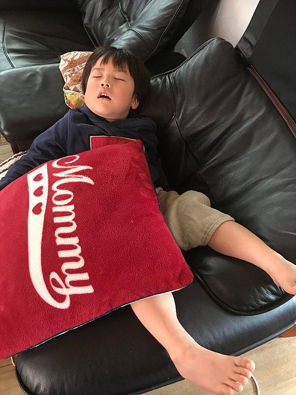 子供の寝顔の写真