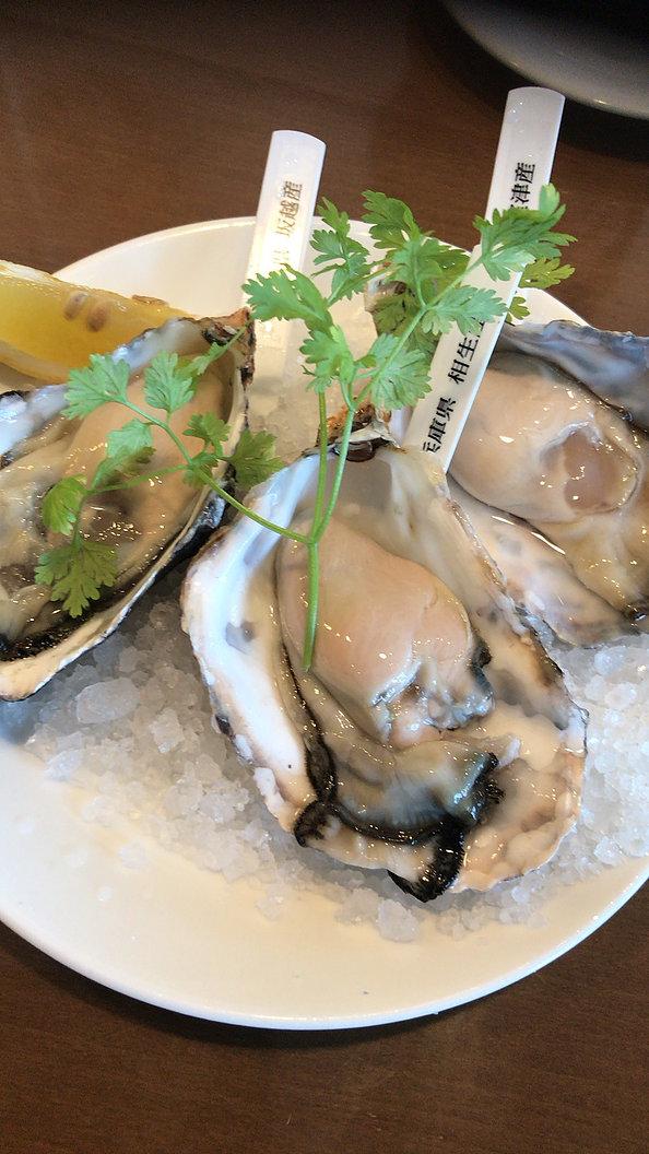 オイスターバーの生牡蠣